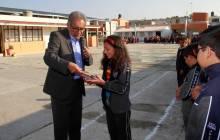 Festeja secretario de educación a niñas y niños en su día, en primaria de Zempoala2