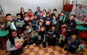 Festeja secretario de educación a niñas y niños en su día, en primaria de Zempoala5