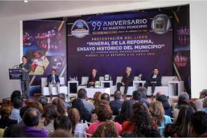 """Presentan libro """"Mineral de la Reforma ensayo histórico"""", en el marco del 99 aniversario del municipio"""