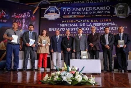 """Presentan libro """"Mineral de la Reforma ensayo histórico"""", en el marco del 99 aniversario del municipio4"""