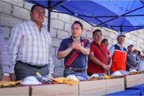 Realiza Raúl Camacho entrega de botas a trabajadores de servicios municipales en Mineral de la Reforma