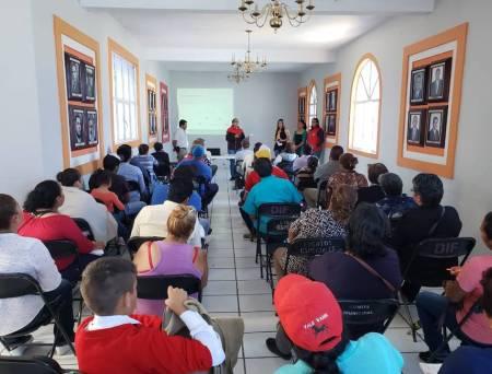 Realizan plática informativa para microempresarios de Santiago Tulantepec1