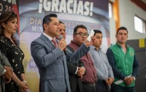 Reconoce Raúl Camacho a educadoras con 25 y 30 años de servicio1