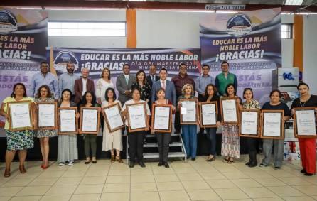 Reconoce Raúl Camacho a educadoras con 25 y 30 años de servicio4