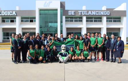 UTec realiza Ceremonia de Abanderamiento a los estudiantes que participarán en Encuentro Deportivo y Cultural de Universidades Tecnológicas 3