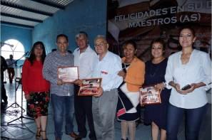 Alcalde de Tizayuca celebra a más de mil 500 maestros en su día