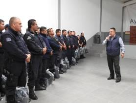 Alcalde de Tolcayuca entrega uniformes a efectivos de Seguridad Pública y Protección Civil1