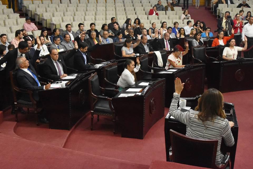 Aprueban reforma a normativa para erradicar discriminación contra personas con tatuajes y perforaciones