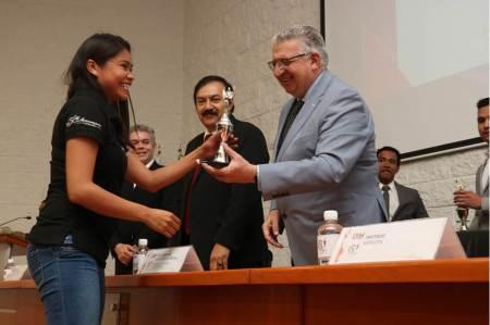 Celebran en UAEH 50 años de formar contadores