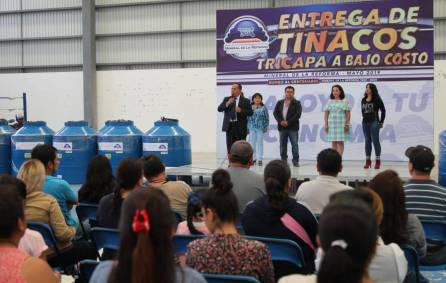 Entrega Mineral de la Reforma, 118 tinacos a bajo costo 2