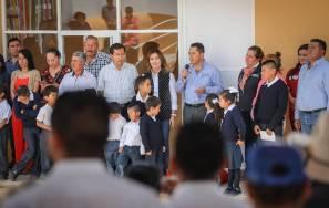 Entrega Raúl Camacho aulas, sanitarios y domitorio para primaria de CONAFE en Amaque 3