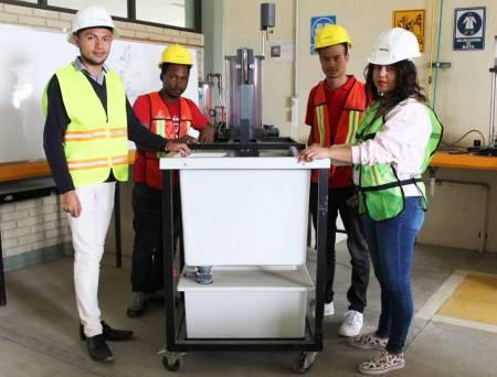 Estudiantes de ingeniería civil de ITESA1