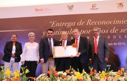 Gobierno del Estado entrega reconocimientos a personal docente3