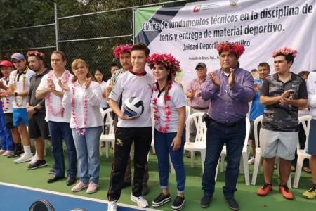 Imparte Inhide clínica de tenis y entrega material deportivo en Huejutla