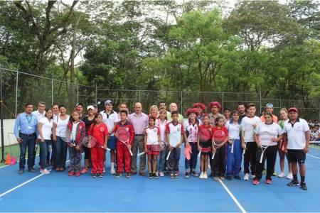 Imparte Inhide clínica de tenis y entrega material deportivo en Huejutla2.jpg