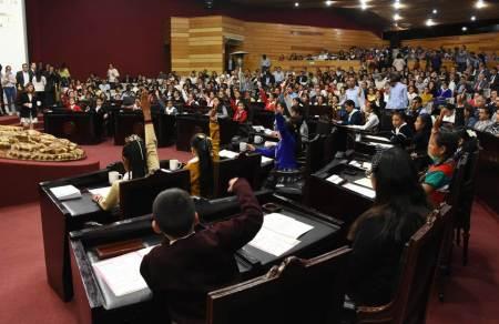 Presentan comisiones acuerdos ante pleno del Sexto Parlamento Infantil