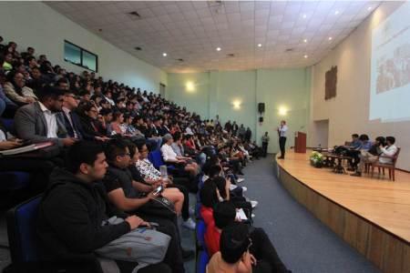 Realizan dialogo entre alumnos y líderes estudiantiles