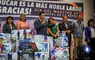Reconoce Raúl Camacho a maestros por 25, 30, 40 y 45 años de labor docente3