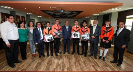 Titular de SEPH abandera delegación de estudiantes rumbo a la OMI 2019-4