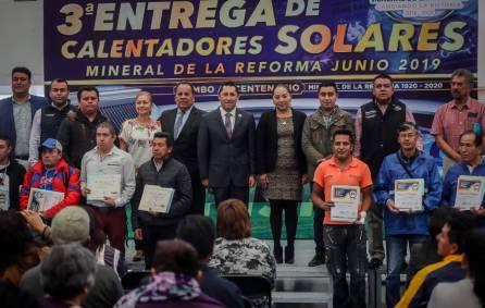 Encabeza Raúl Camacho Baños la tercera entrega de calentadores solares a bajo costo en Mineral de la Reforma4