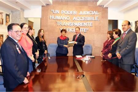 Entrega Poder Judicial de Hidalgo donativo a la Cruz Roja.jpg