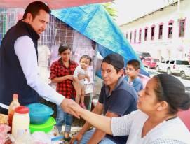 Israel Félix entrega apoyos y gestiona beneficios en San Bartolo Tutotepec1