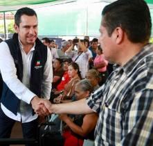 Israel Félix entrega apoyos y gestiona beneficios en San Bartolo Tutotepec6