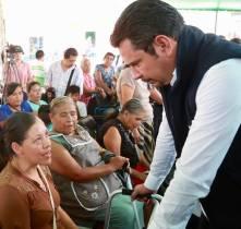 Israel Félix entrega apoyos y gestiona beneficios en San Bartolo Tutotepec7
