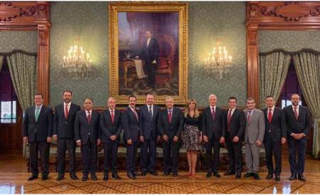 Omar Fayad asiste a reunión de gobernadores priistas con el Presidente de República