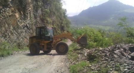 SOPOT trabaja en el retiro de caídos y desazolve en carretera Santa María Temascalapa – Huehuetla1