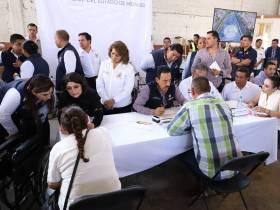 Atención ciudadana y apoyo a grupos vulnerables en Acatlán4