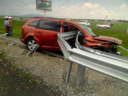 Dos personas graves al registrarse accidente a la altura de Tolcayuca.jpg