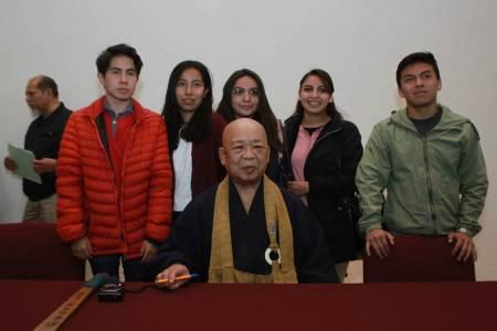 Llama Patriarca del Budismo a fortalecer amistad entre naciones en su visita a la UAEH