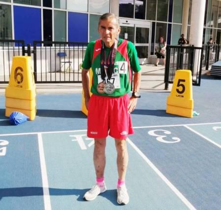 Logra Óscar López medallas en Campeonato de Norte Centroamérica y del Caribe de Atletismo Master .jpg