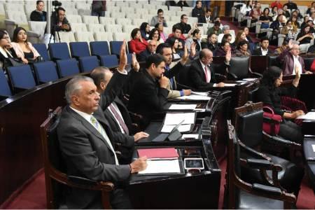 Por unanimidad, LXIV Legislatura aprueba cinco dictámenes que modifican la Constitución de Hidalgo2.jpg