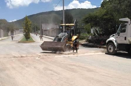 Realizan mantenimiento en calles y avenidas en Santiago Tlajomulco 4