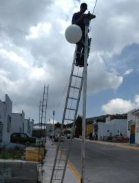 Realizan mantenimiento mejoramiento del alumbrado público en Tolcayuca3