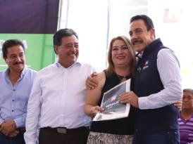 Reciben certeza jurídica patrimonial 145 familias de Tezontepec3