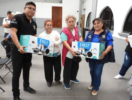 Se entregan paquetes de cocina a madres y jefas de familia en Tolcayuca1