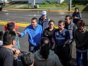 Se reune Raúl Camacho con vecinos del Fracc Don Pablo tras fuerte lluvia1