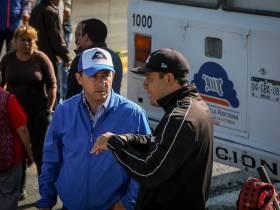 Se reune Raúl Camacho con vecinos del Fracc Don Pablo tras fuerte lluvia2