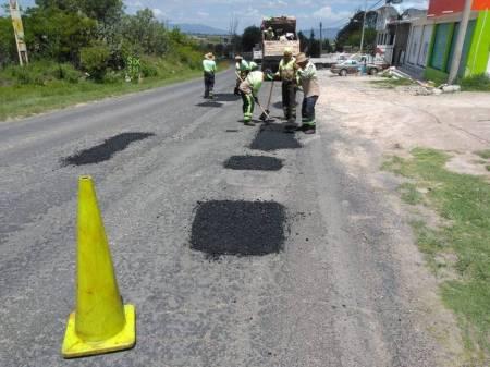 SOPOT realiza trabajos de bacheo en la carretera estatal Saucillo-Nopala1