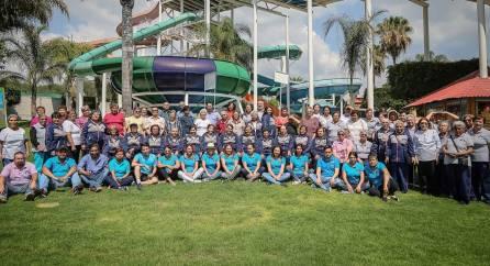 Con visita a parque acuático festejan DIF municipal a adultos mayores de Mineral de la Reforma6