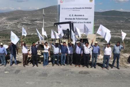 Dan banderazo a obra de reconstrucción al acceso a Grutas de Tolantongo2