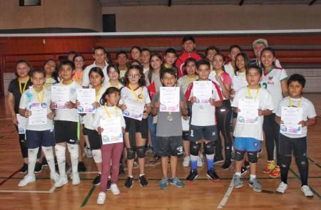 Finaliza curso de verano de voleibol Pachuca 2019-1