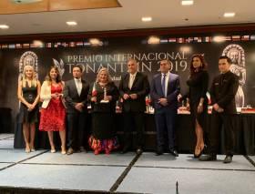 Juana García Rojas, presidenta del DIF Tizayuca recibe premio internacional Tonantzin 2019-1