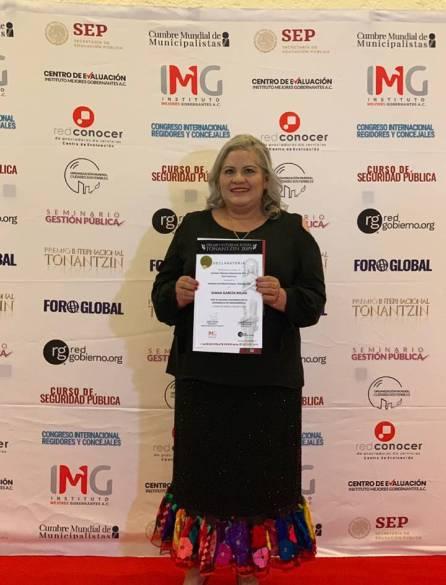 Juana García Rojas, presidenta del DIF Tizayuca recibe premio internacional Tonantzin 2019-2