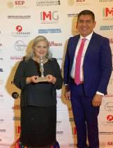 Juana García Rojas, presidenta del DIF Tizayuca recibe premio internacional Tonantzin 2019-3