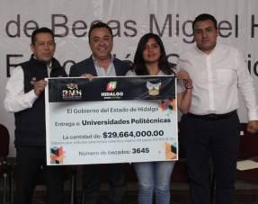 Realizan entrega simbólica de 3645 becas Miguel Hidalgo en la Universidad Politécnica de Pachuca 1
