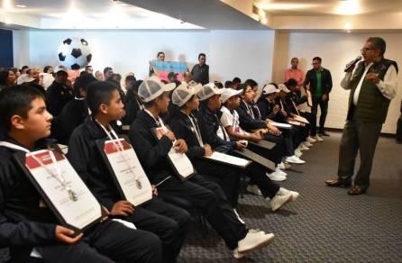 Recibe titular de SEPH a estudiantes de Hidalgo que acudieron a la convivencia cultural nacional4